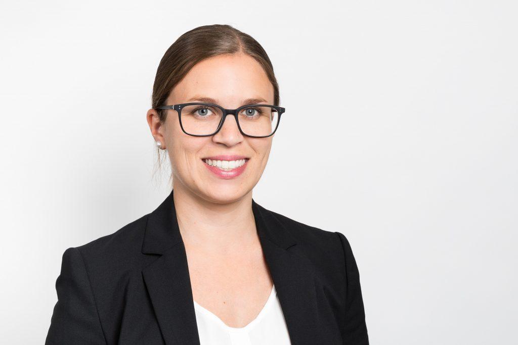 Kontakt, Isabel Pino, CEO